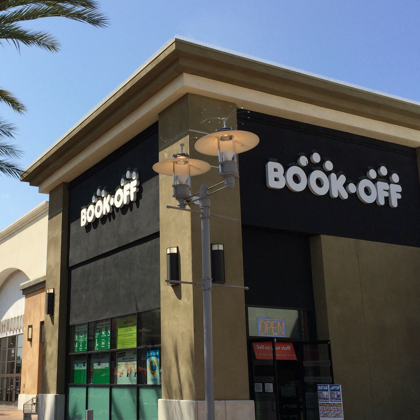BOOKOFF Lakewood Center Mall Store